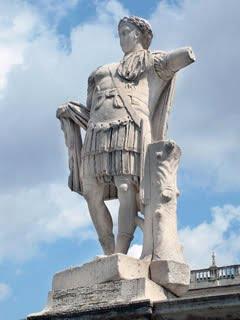II. Constantinus szobra